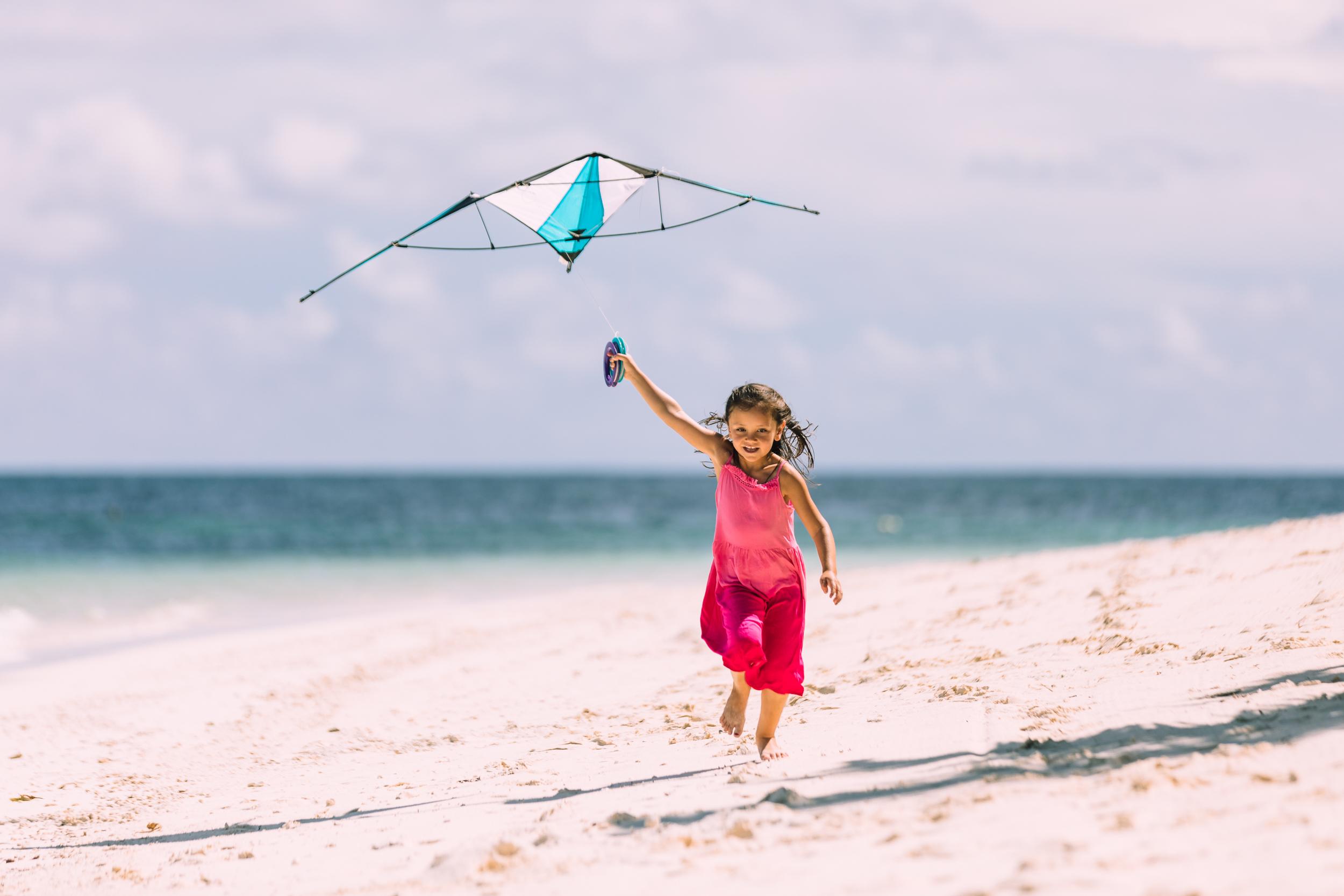 FS Desroches - Kite Flying - 2500px-2.jpg