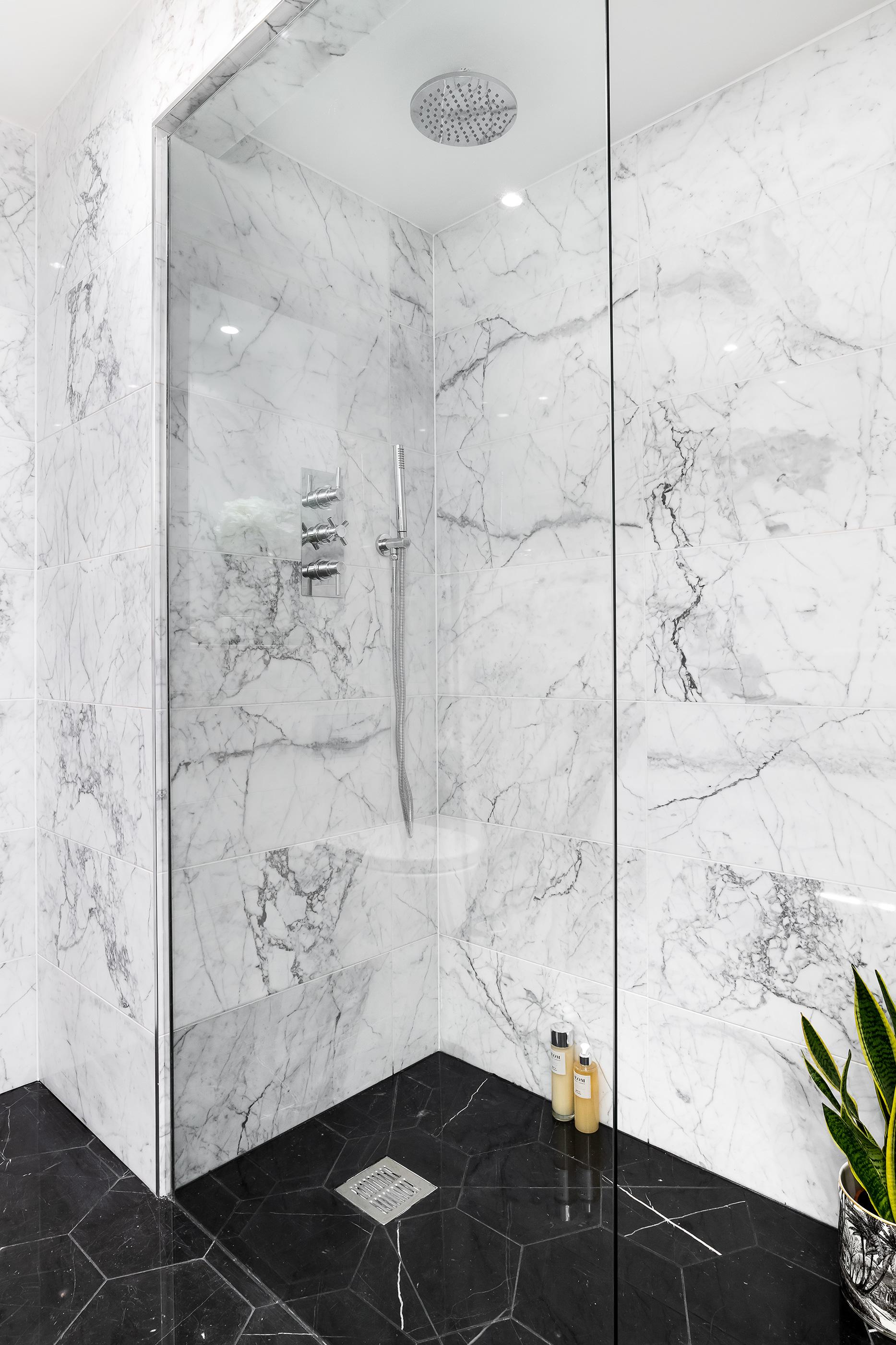 Bathroom_VR_05.jpg