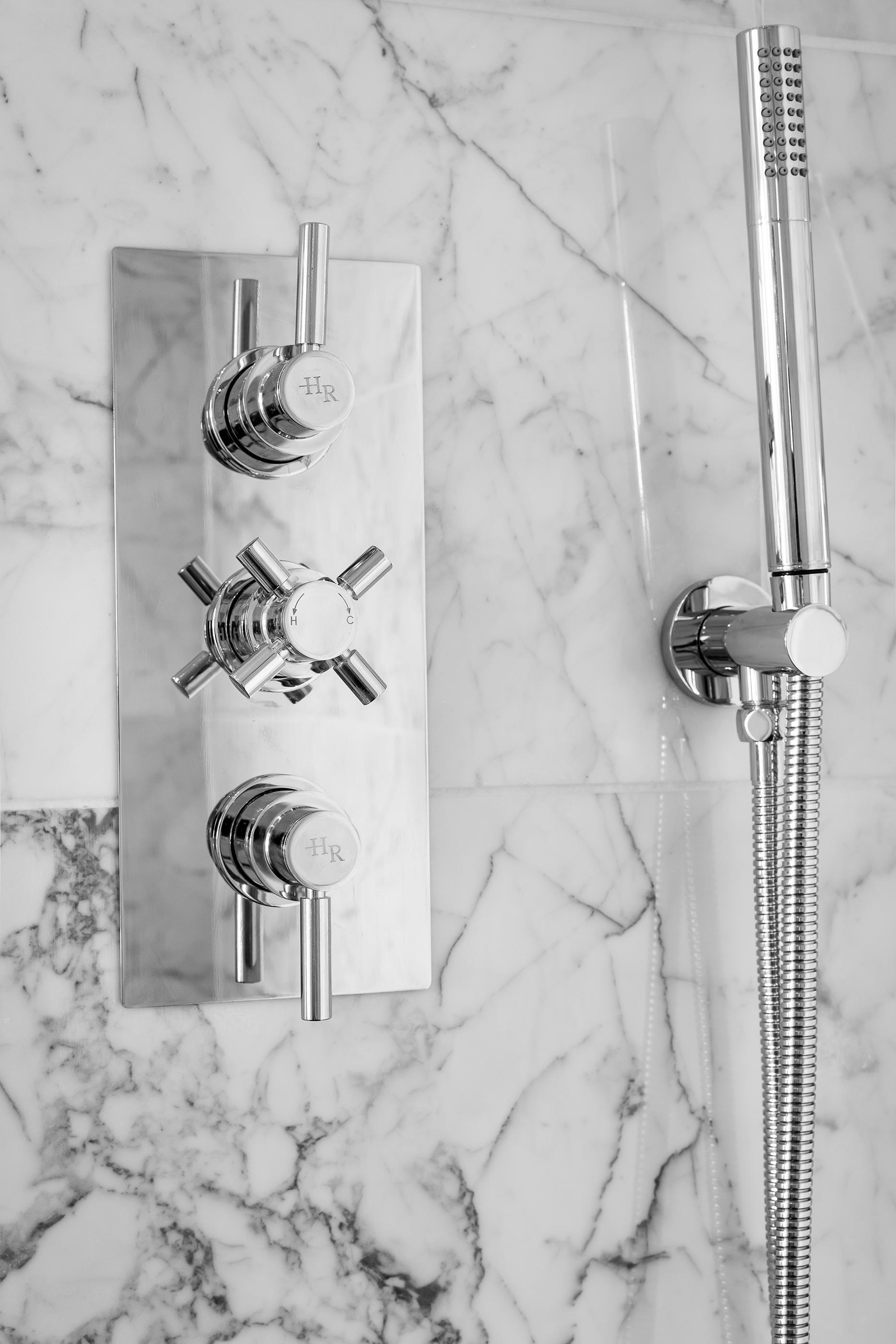 Bathroom_VR_07.jpg