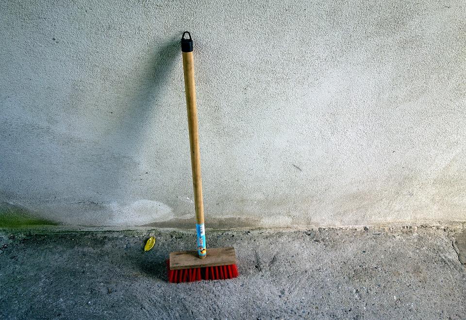 broom-2403669_960_720.jpg
