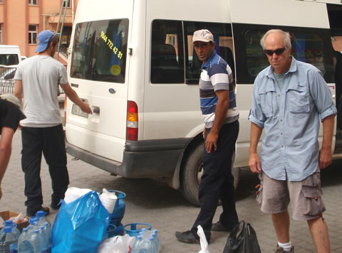 The photo does not lie. Mustafa is loading supplies on the morning of our departure from Doğubayazıt.