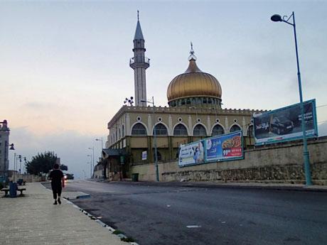 Shine/Mosque of al-Nabi Sa'in at sunrise.
