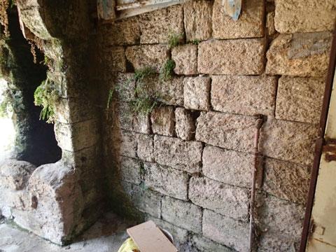 A wall of kurkar.