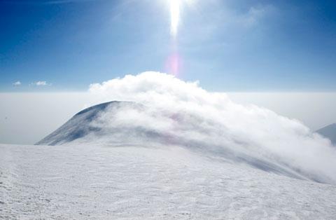 View to the saddle and the eastern summit of Ağrı Dağı.