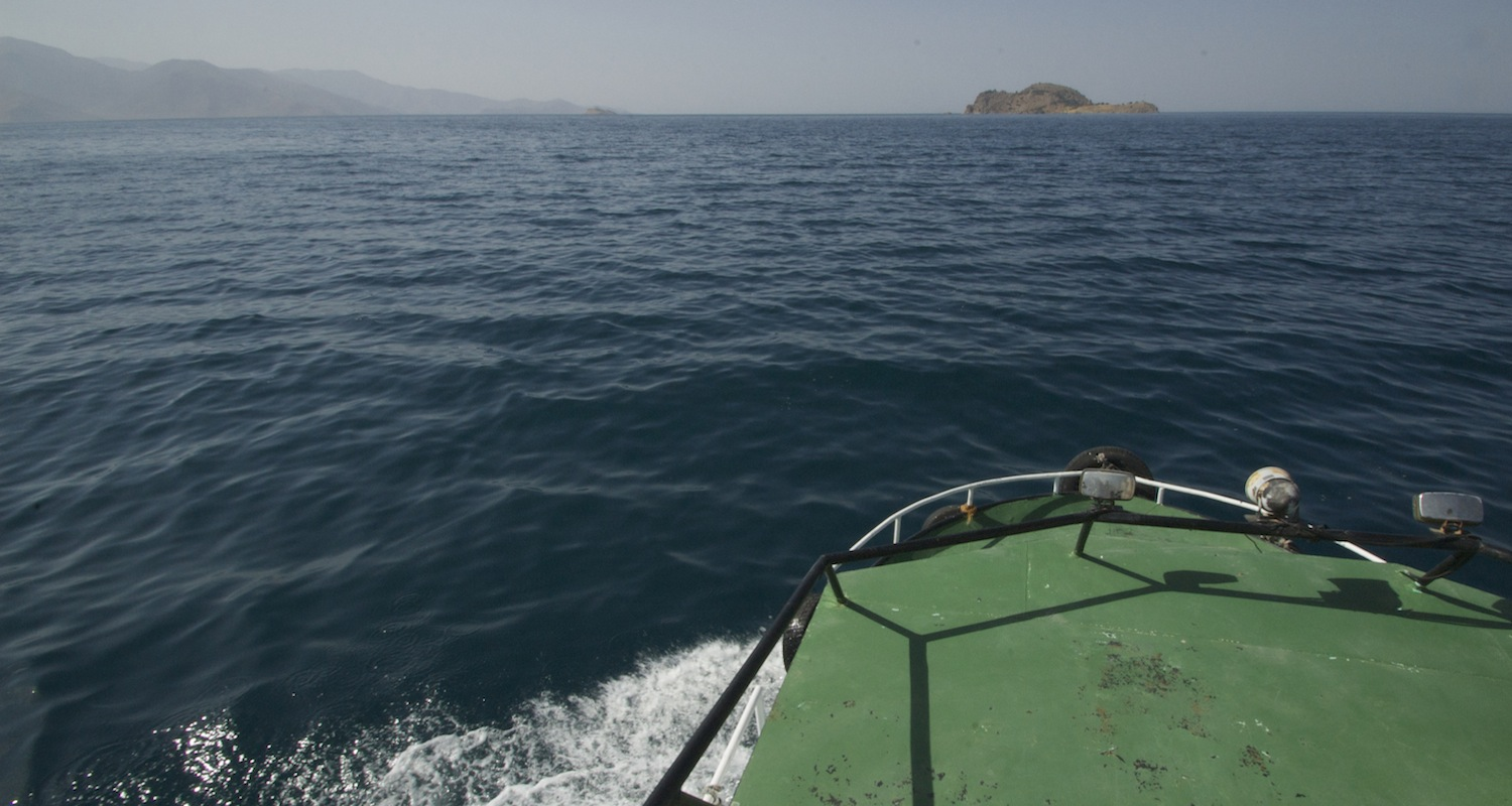 Our boat plows toward Aghtamar Island. It would be very long swim.