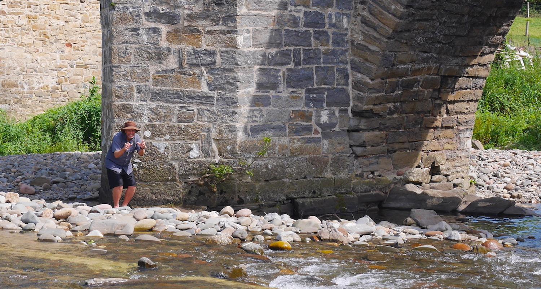 Wading around the central pillar of  El Puente de la rabia.