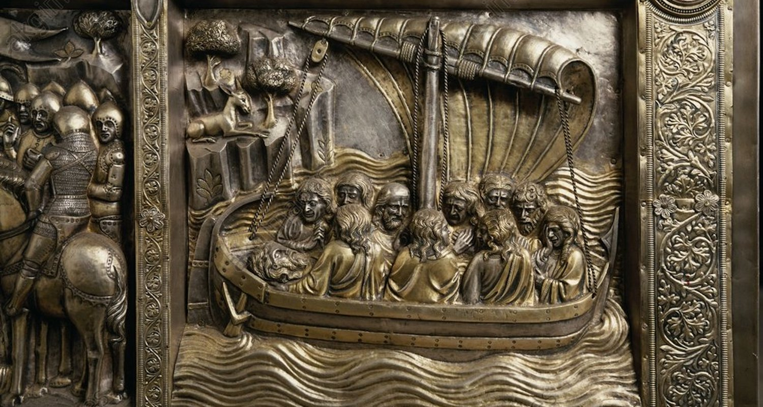 This image shows the body of James (complete with head) being transported on a boat (also complete with sail and rudder). His disciples gather around. This scene is a part of a presentation found on the Altar of St James   (silver, 1287–1456), Pistoia Cathedral (Cattedrale di San Zeno). Image from  here.