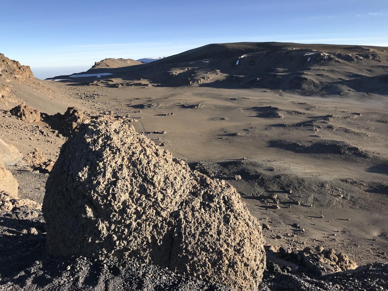 Kibo caldera 1.jpg