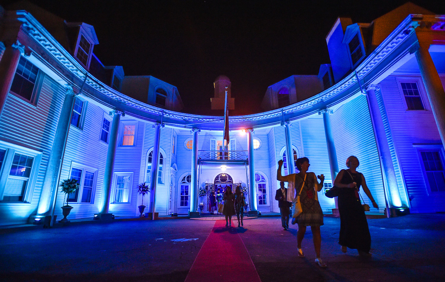 Nikon D42, 1/100 @ f/2.8, ISO 2500, 17-35mm  Guests are seen leaving the Swampscott White Court Estate after the Northshore Magazine's annual Best of the North Shore event, Thursday, Aug. 24, 2017. [Wicked Local Staff Photo / David Sokol]