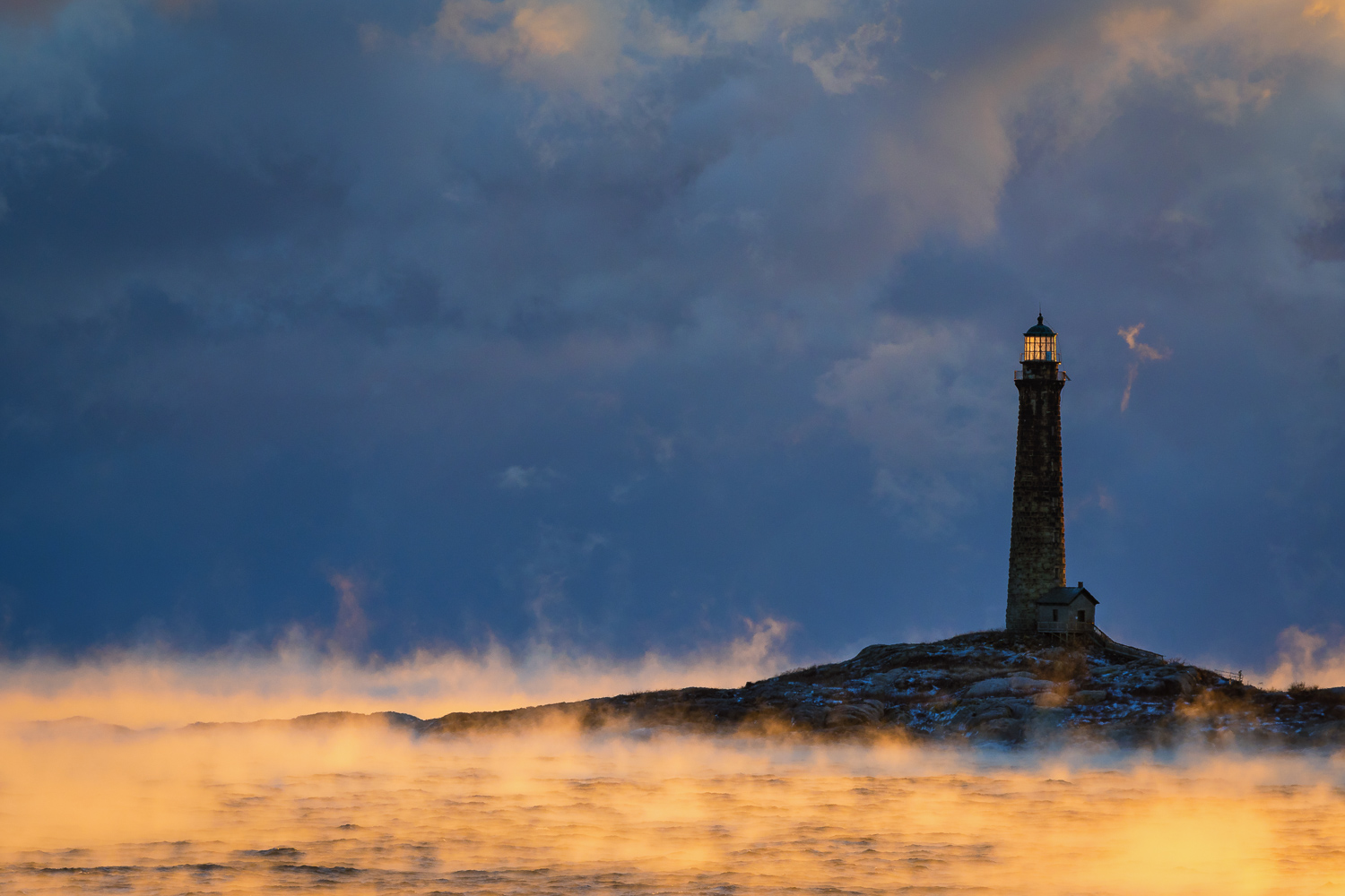 Nikon D500, 1/125 @ f/10, ISO 160, 70-200mm  Thacher Island Lighthouse