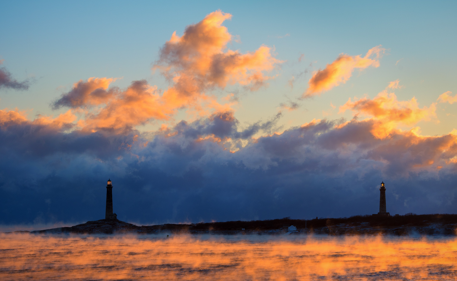 Nikon D500, 1/125 @ f/10, ISO 100, 70-200mm  Thacher Island Lighthouses