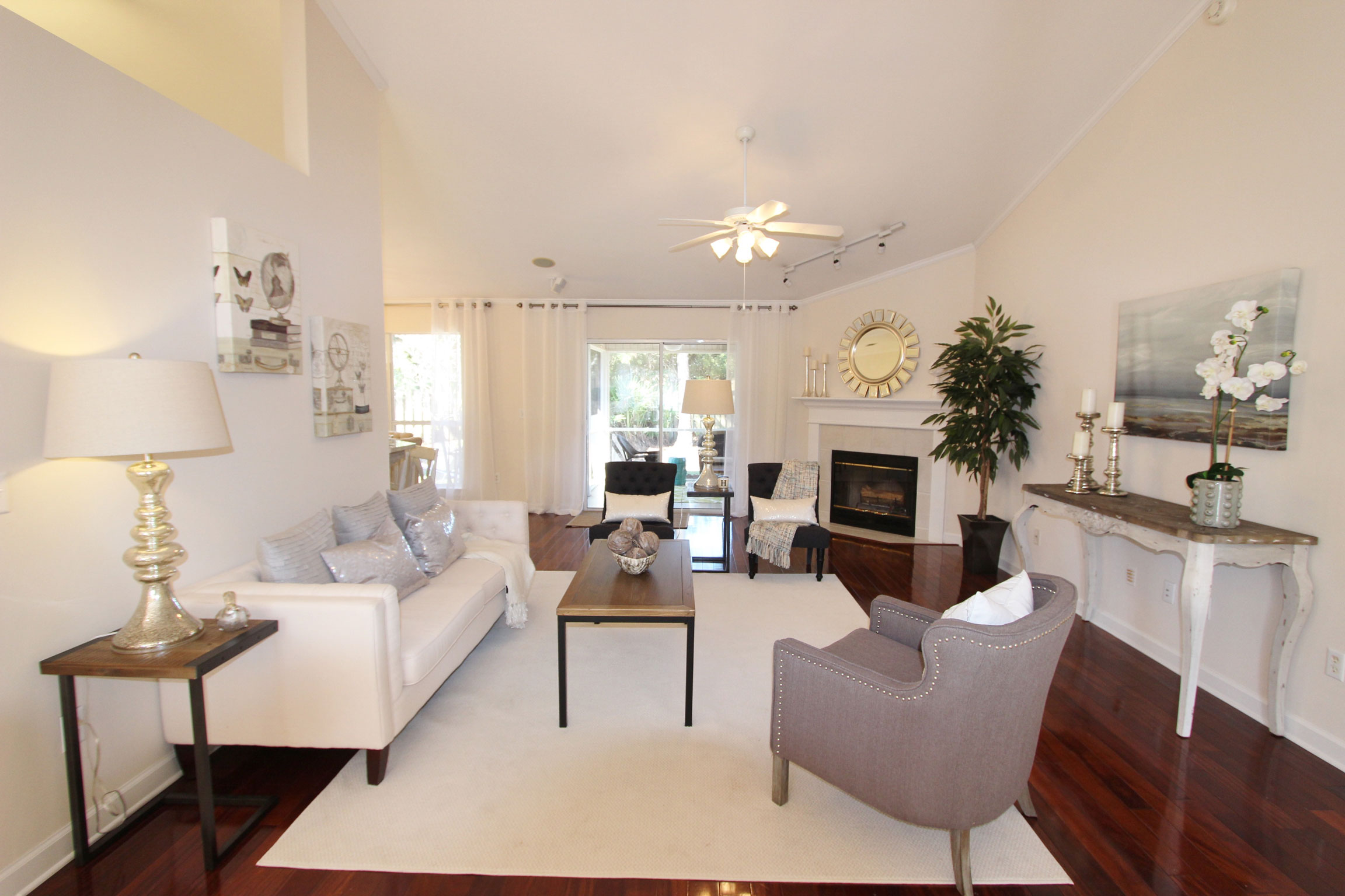 Image of Living Room with Professionally Staged Furniture