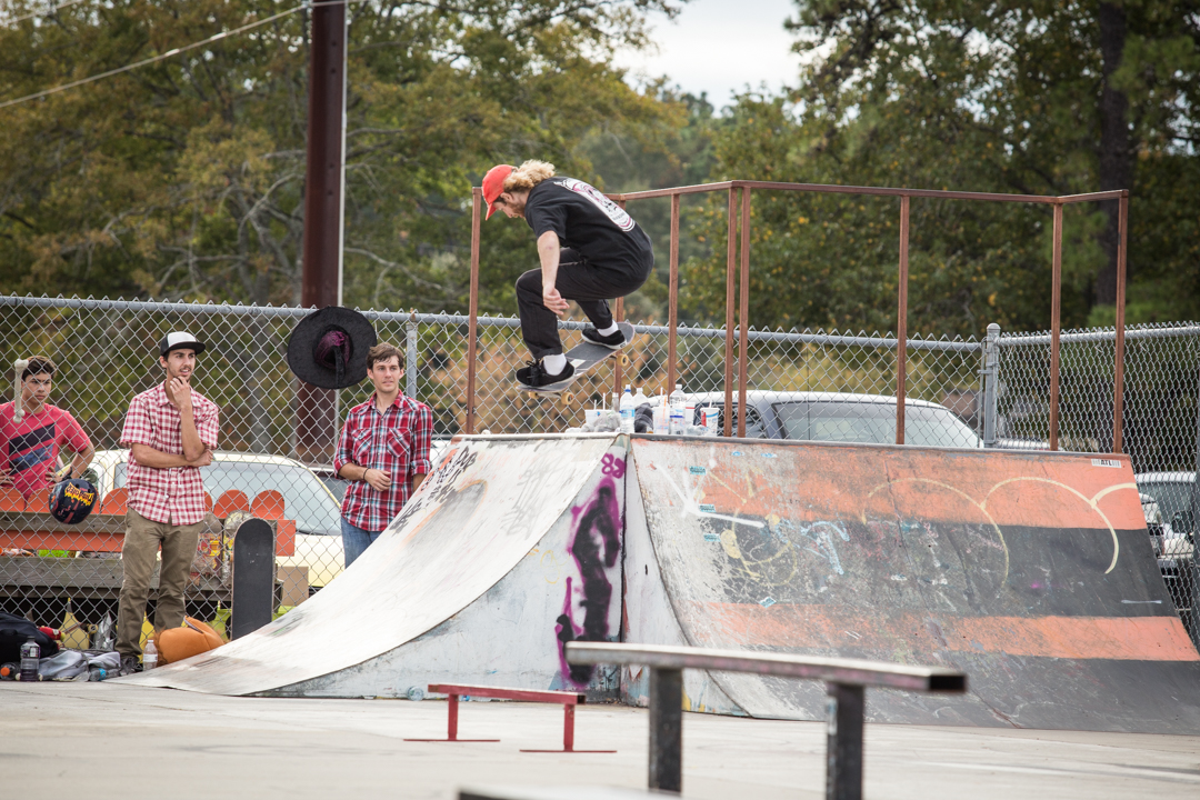 Gabe had to clear a dozen people off this hip for this halfcab.