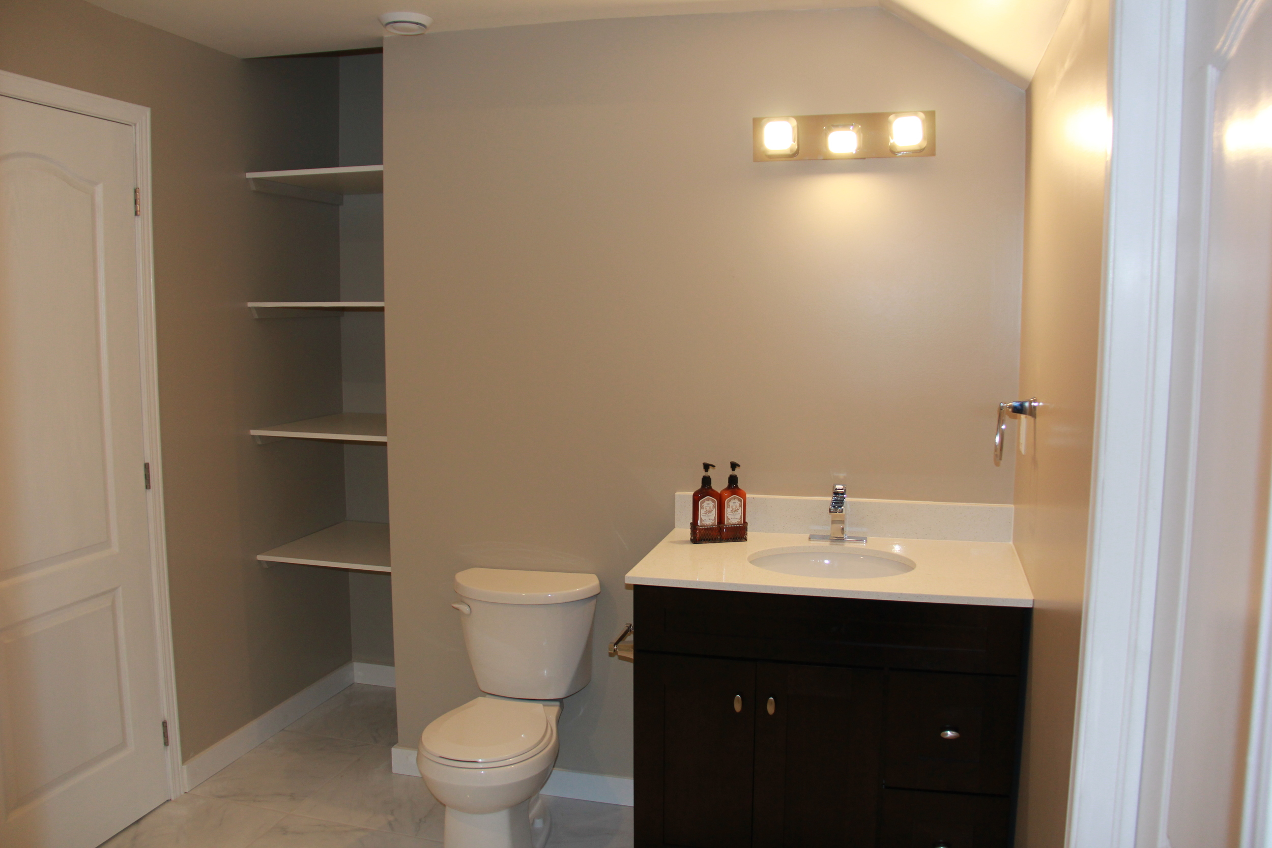 38 1162 Escala Final Pictures with Canon - Washroom Vanity.JPG