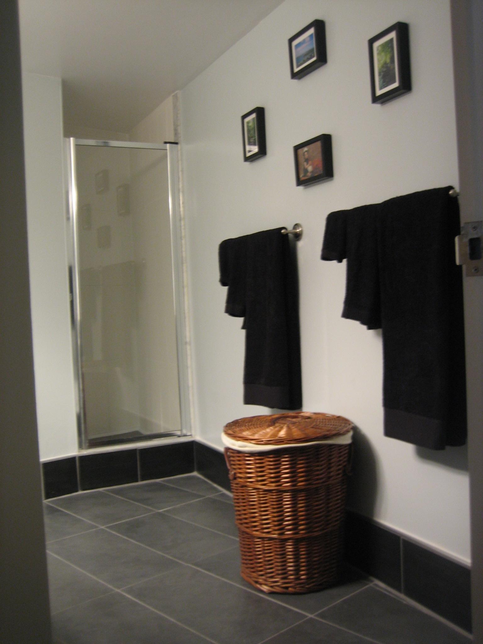 Condo Reno Washroom - shows length 2007.JPG