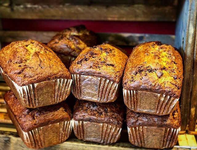 "👁❤️🍌🍞 and if you don't speak emoji... ""I LOVE BANANA BREAD!!"" My mom used to make banana bread or banana muffins and they never lasted more than a day!! And if she snuck 🍫in, they were gone even faster!! #bananabread#chocolate#frenchwaycafe"
