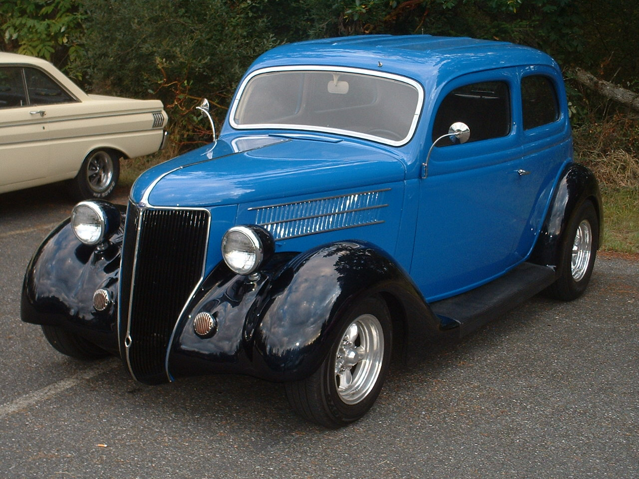 Ken & Lorraine Novak  1936 Ford 2dr