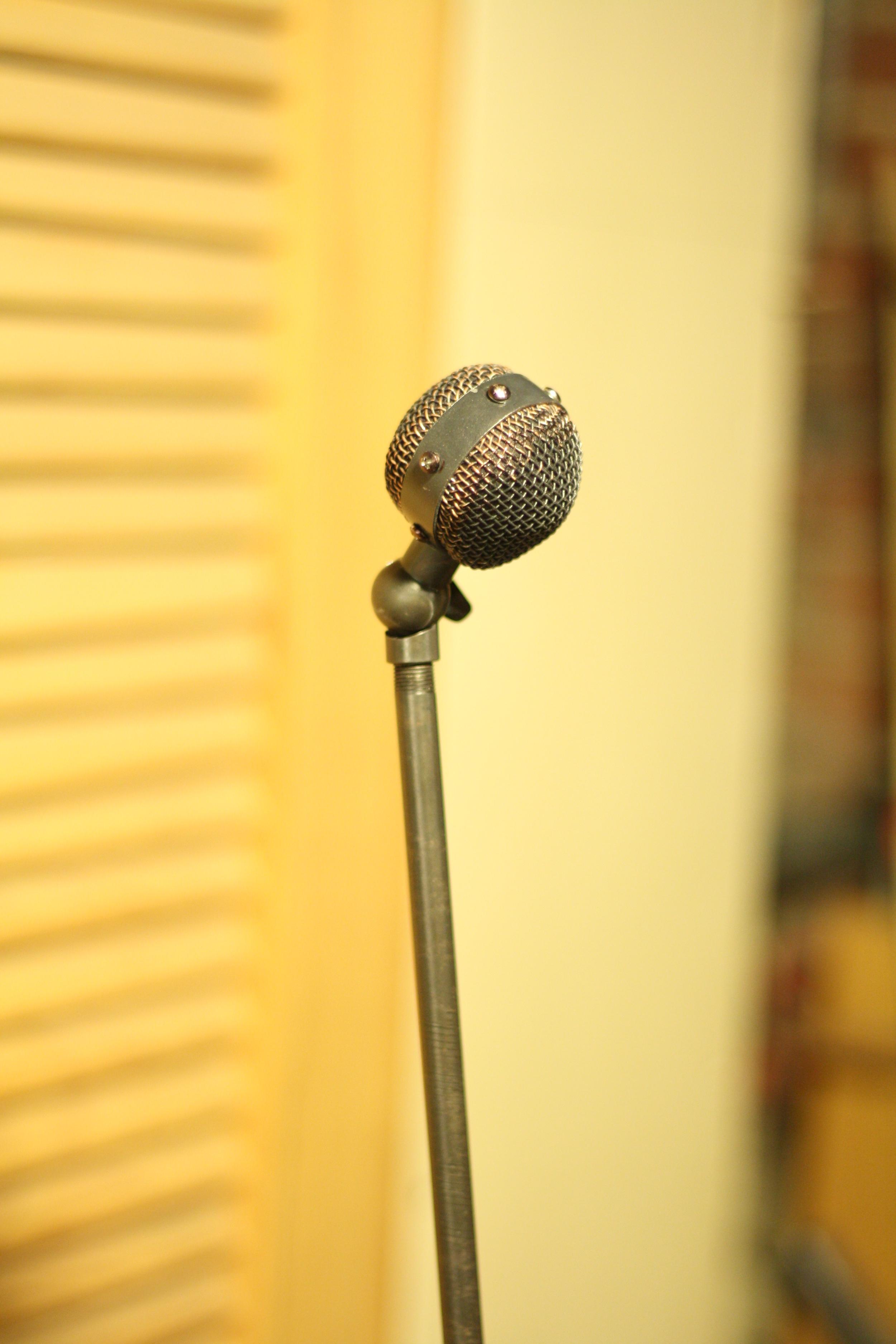 A long-necked black mic in the style of Bob Barker's  Sony ECM-510