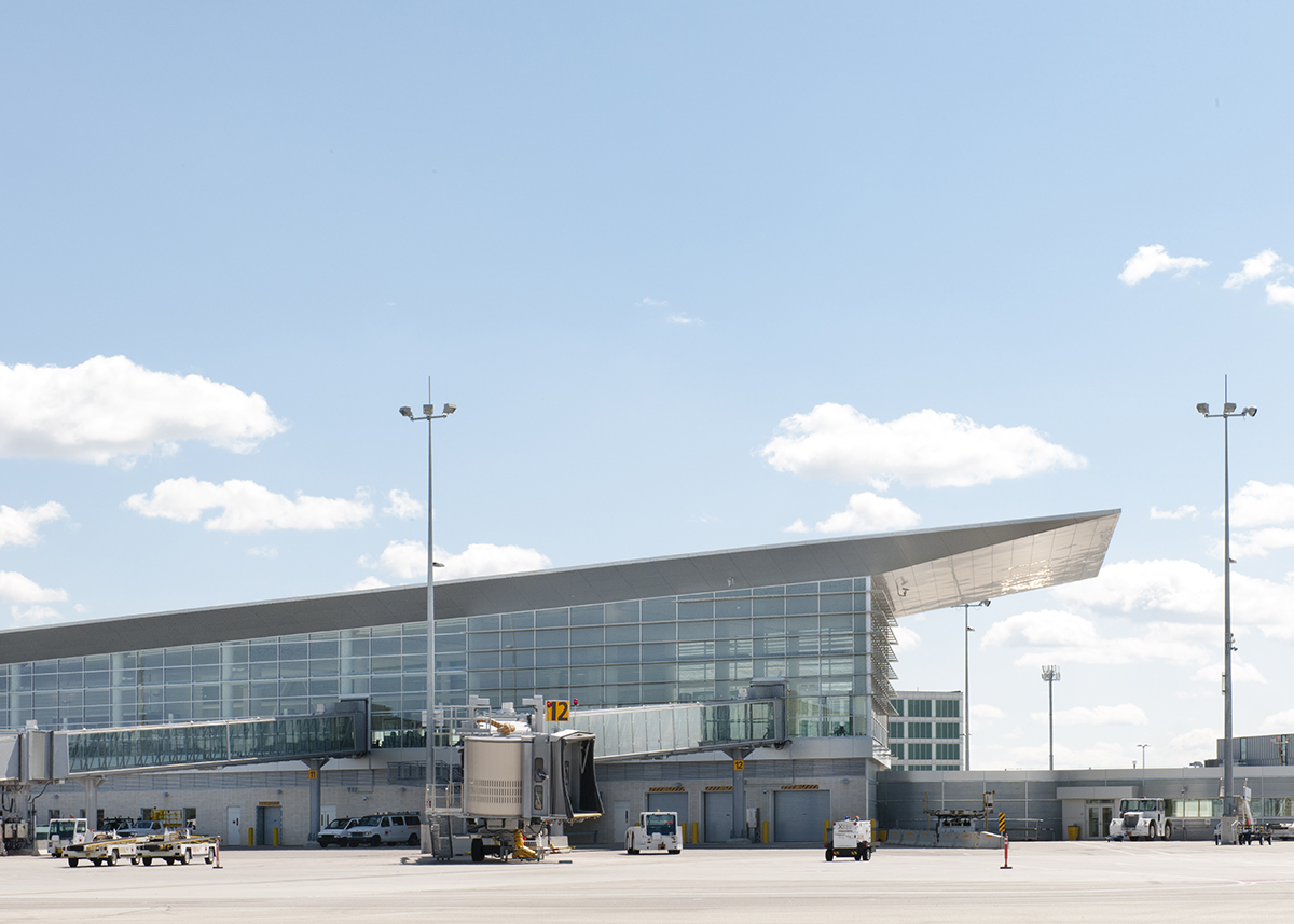 YWG Apron Gate 12 with terminal.jpg