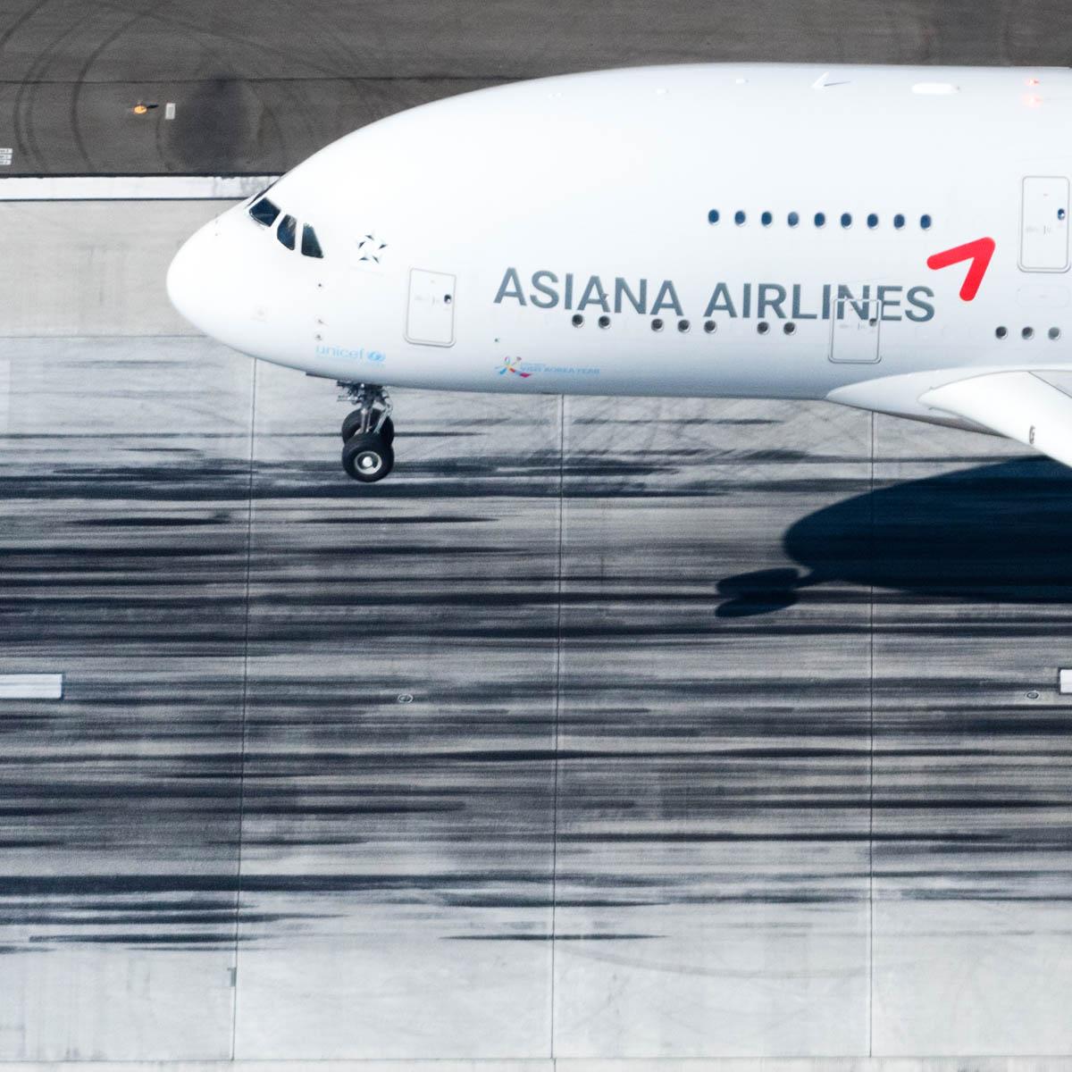 Asiana a380 landing gear down (1 of 1).jpg