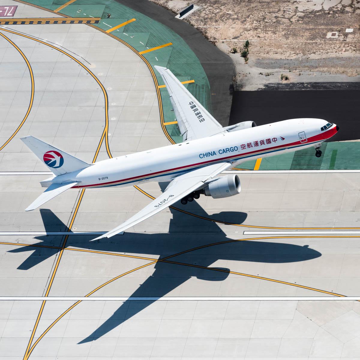 china cargo 777 take off (1 of 1).jpg