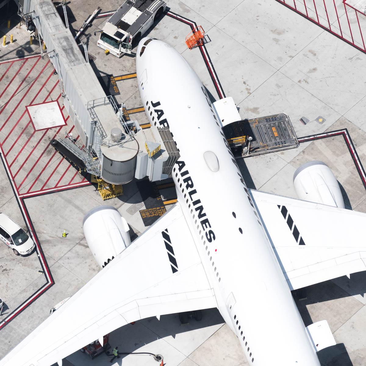 jal 787 loading (1 of 1).jpg