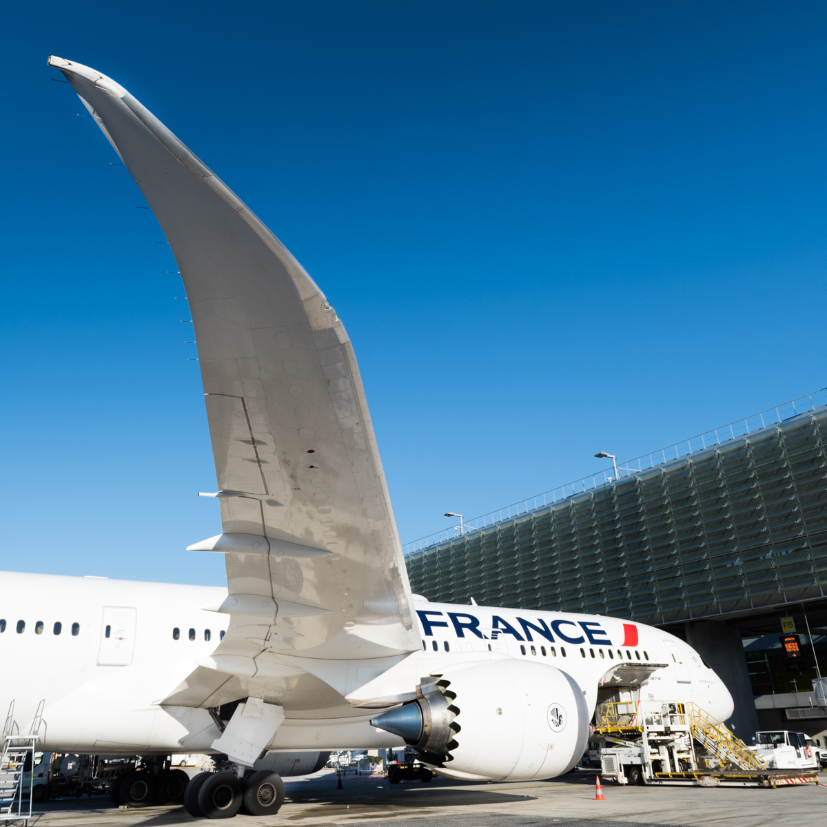 france 787 wing (1 of 1).jpg