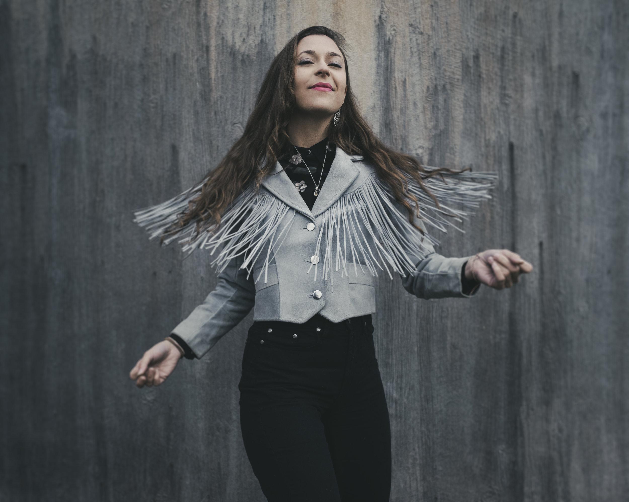 Lindsay Lou - solo2019 - credit Scott Simontacchi high res.jpg