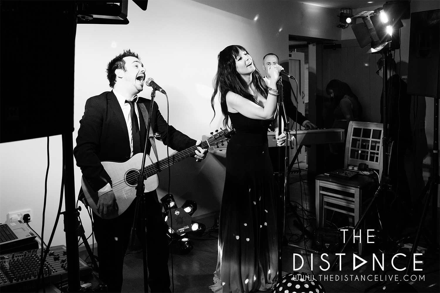 the ashes country house barn | acoustic wedding band the distance