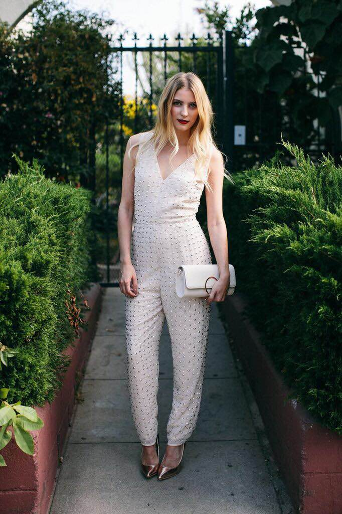 Jumpsuit: ASOS, Shoes: Public Desire from ASOS, Clutch: H&M, Earrings: Forever 21