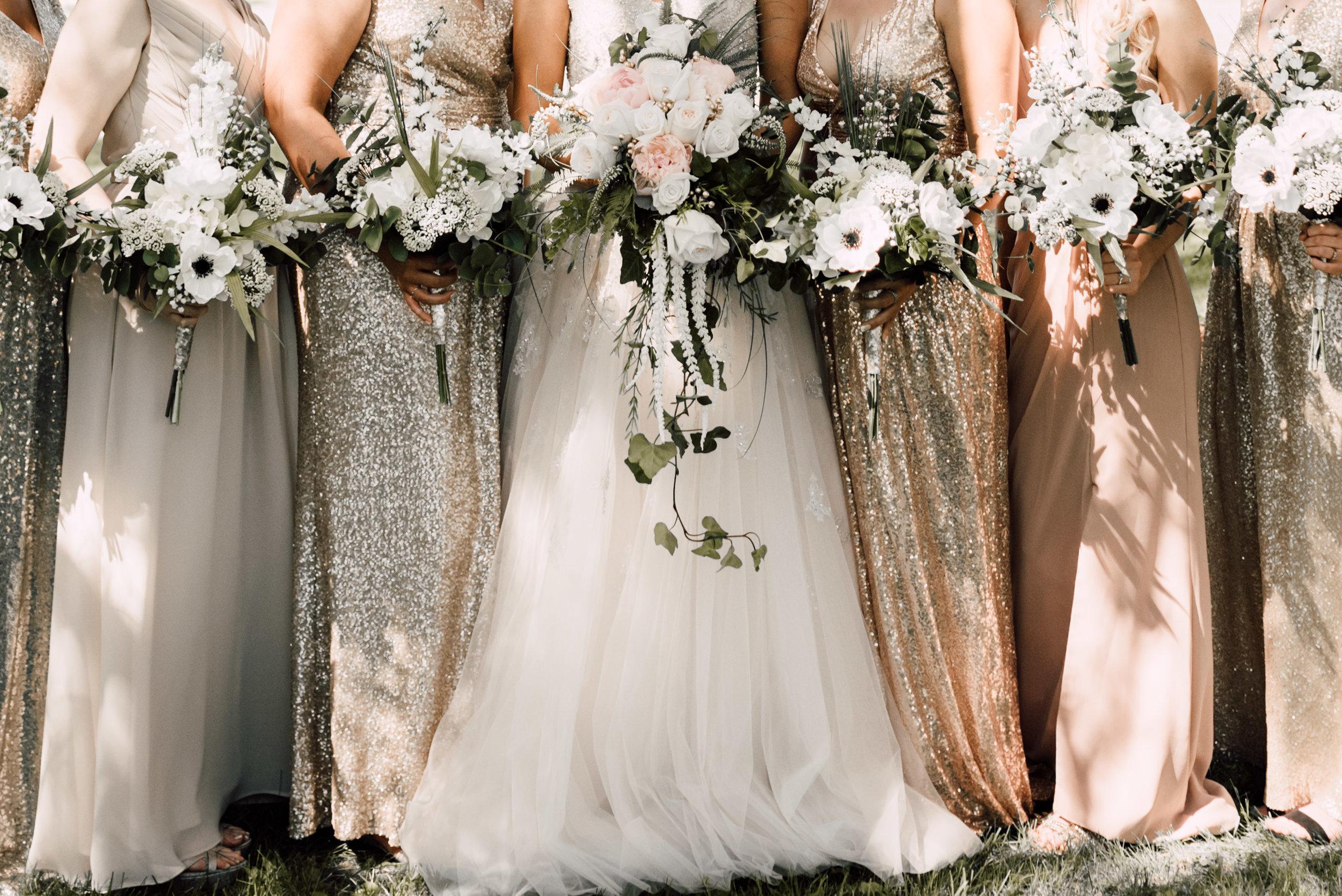 bridal portraits, bridesmaid flowers, ideas for bridesmaid bouquets