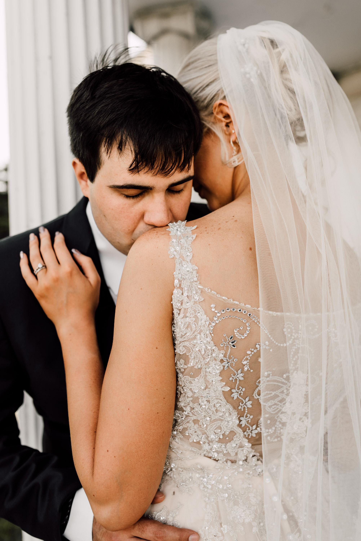 bridal portraits, bride and groom, bride and groom posing ideas