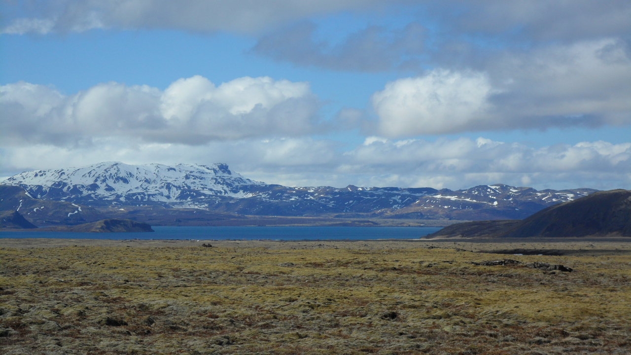 I took a lot of pictures of mountains (or volcanoes?) often without knowing which mountains (or volcanoes?) they were.