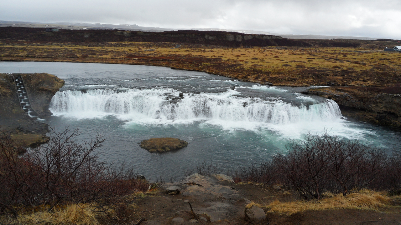 Vatnsleysufoss, with a turtle rock and a fish ladder. There was also a noodle shop, but it was closed for the season.