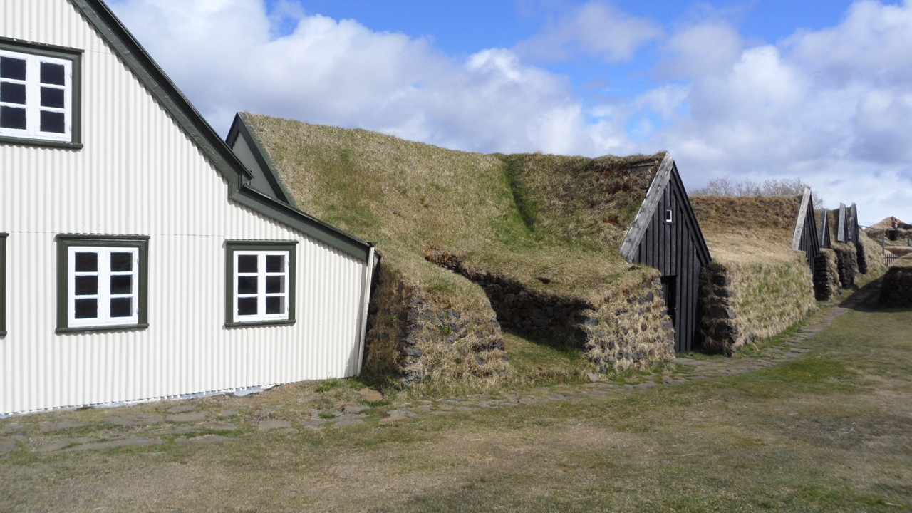 The sod buildings at Keldur.
