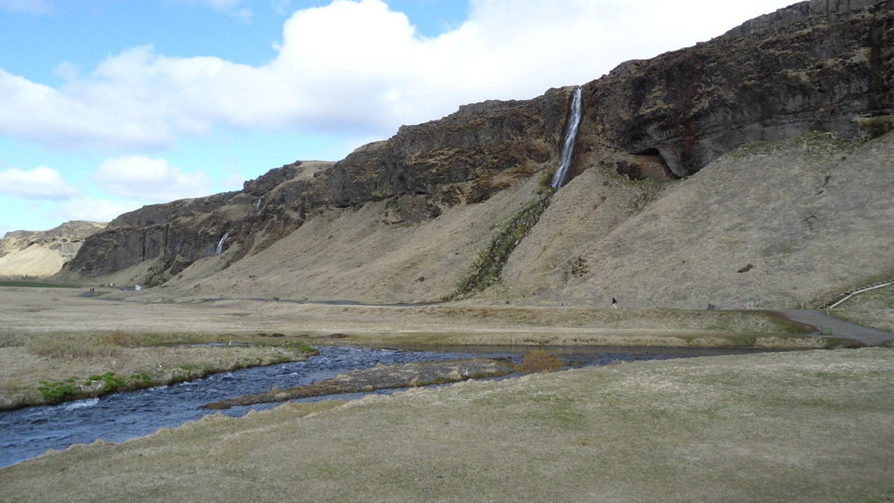 Another teeny waterfall near Slejalandsfoss.