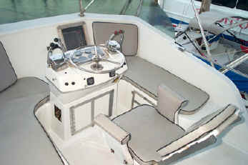 Maui fishing boat Hinatea bridge