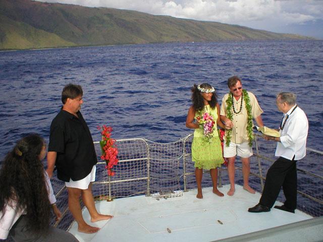 Boat wedding on Maui, Hawaii