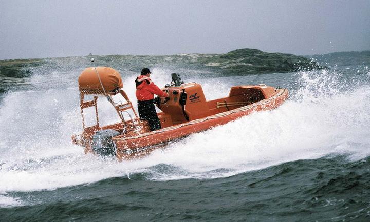 Merlin 6.15m Outboardtopimage.jpg