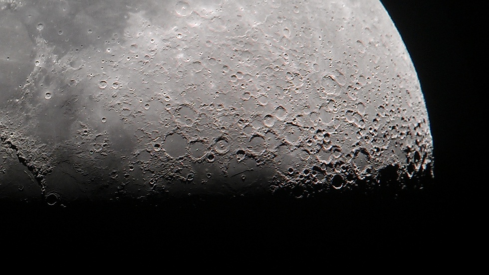 When the moon is up, bring your mobile phones for sensational lunar shots such as this! HTC mobile phone used to capture this image back in 2014.