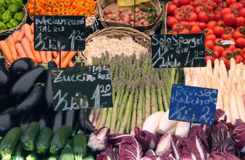 Auf dem Wochenmarkt geht man von Stand zu Stand und wählt aus dem reichhaltigen Angebot. Warum nicht beim Bilderkauf?