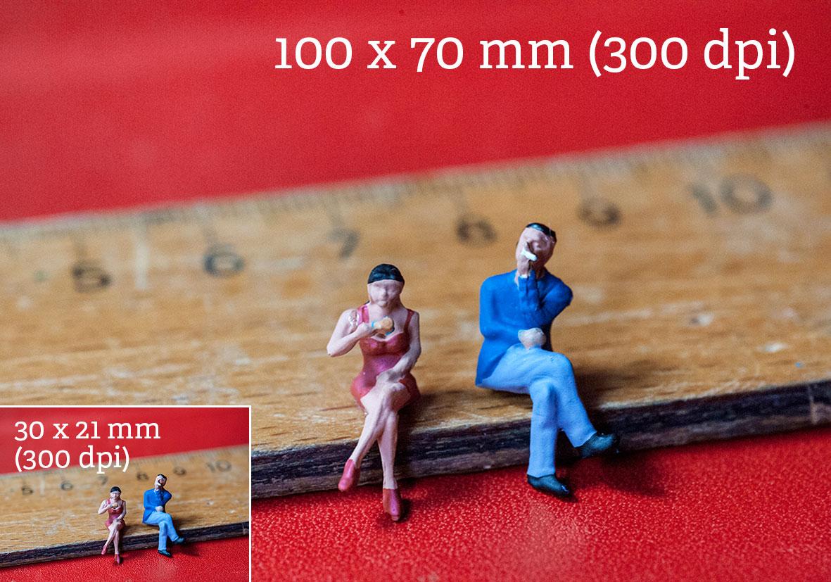 Das gleiche Bild in zwei Größen (10 x 7cm und 2 x 2,1 cm bei 300 dpi) für den Druck optimiert. Beide Bilder sind scharf. Würde man das bereits verkleinerte Bild wieder auf 10 x 7 cm aufziehen, wäre es unscharf.
