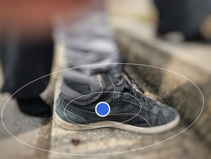 Festlegen des Schärfebereichs mit der Foto-App Snapseed. So kann das Auge des Betrachters auf das gewünschte Bildelement gelenkt werden.