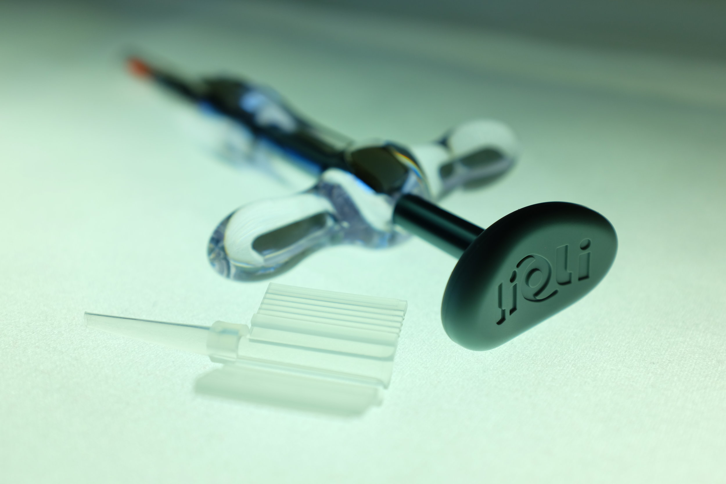 lioli with cartridge.jpg