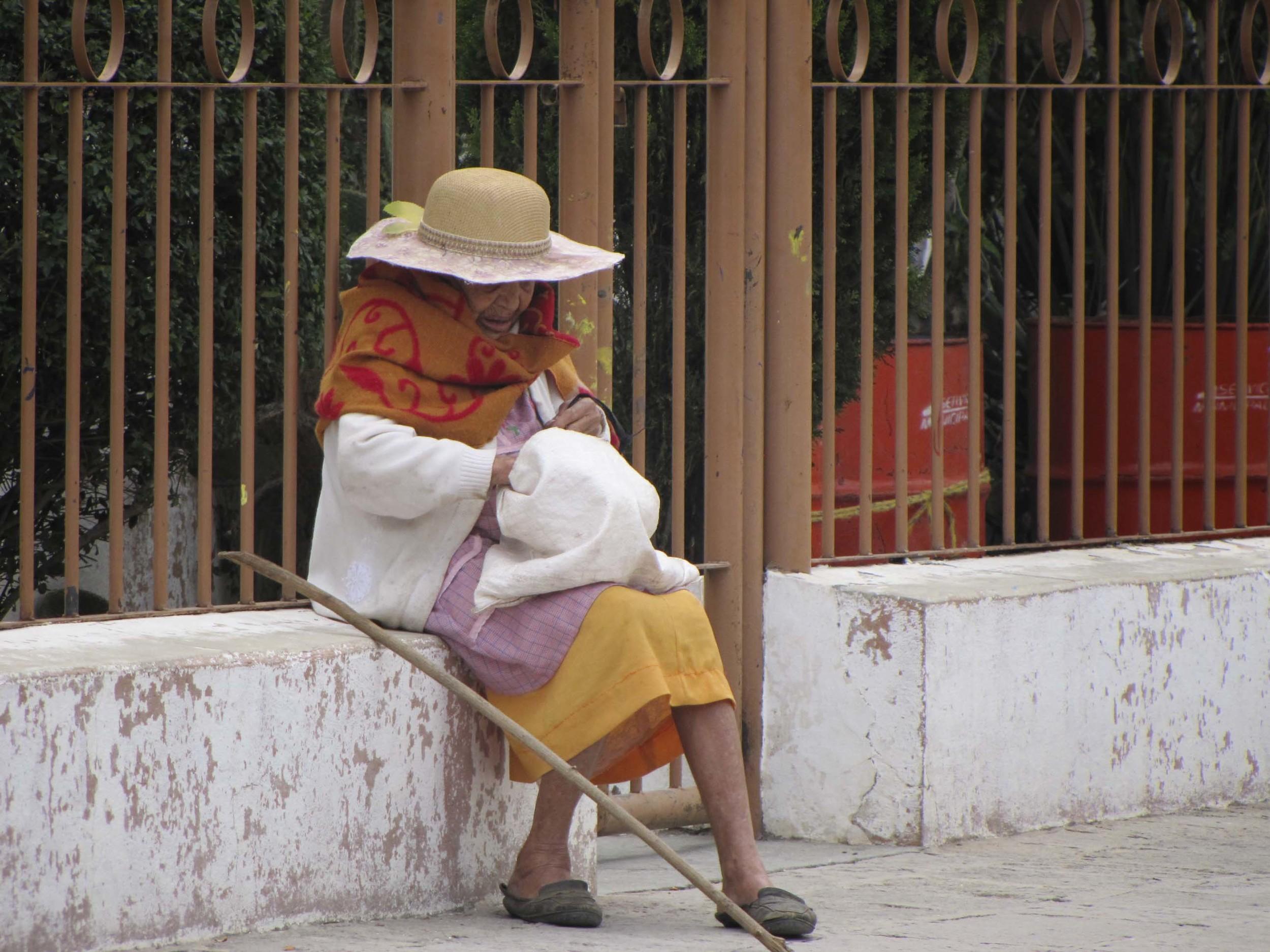 Old lady hat NIK .jpg