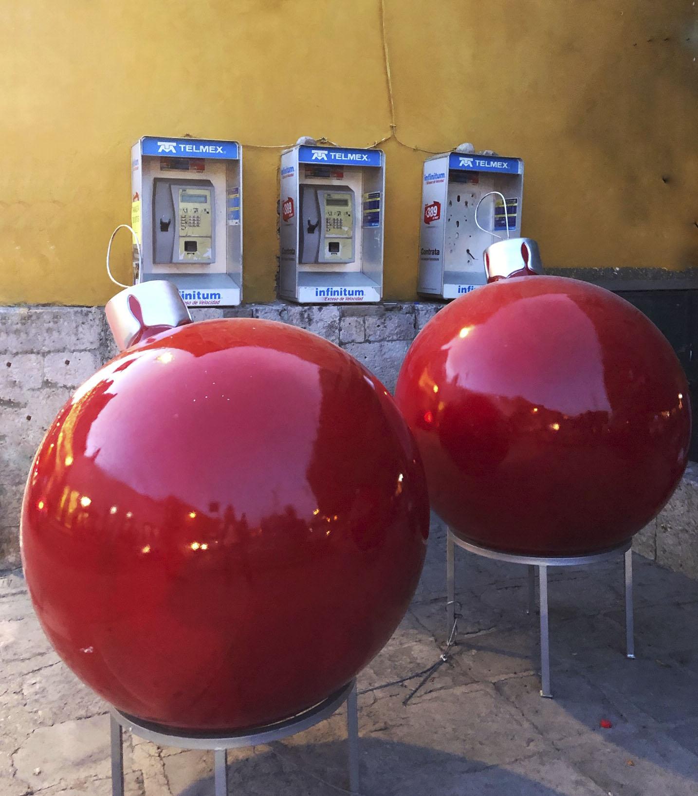 Red Xmas balls IMG_0100.jpg