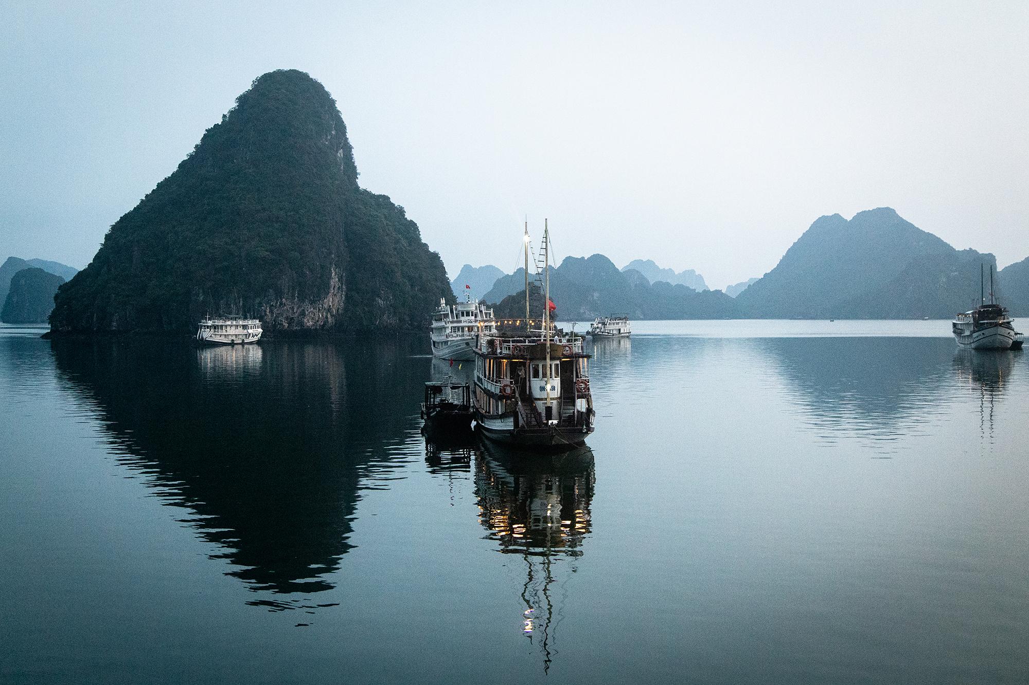 ha long bay boat small.jpg