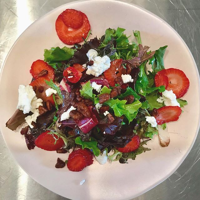 Savoring the last days of summer | Seasonal salad with strawberries, goat cheese, candied pecans, white balsamic vinaigrette.