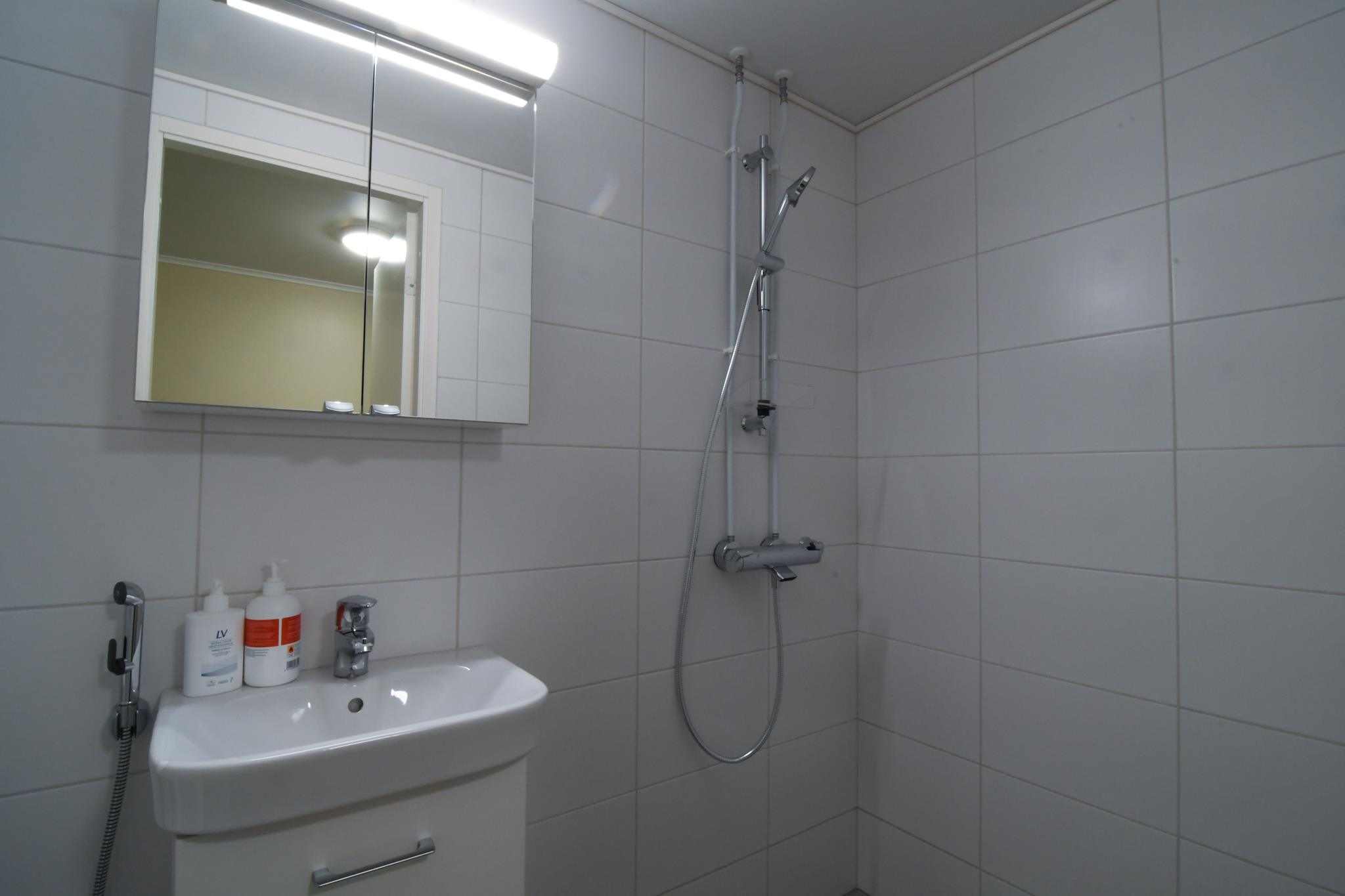 room5-bathroom-001.jpg