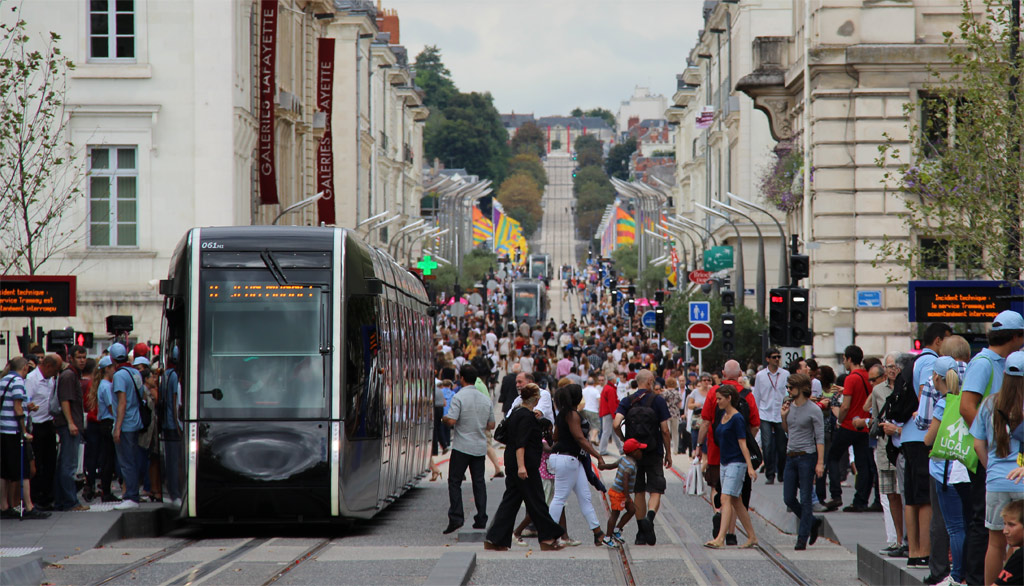 Trams in Tours, France make public life.